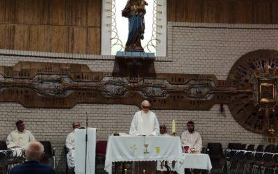 La Comunidad del Teologado celebra la vocación de tres salesianos
