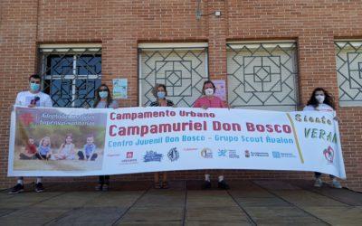 Representantes del Ayuntamiento de Villamuriel en la inauguración del Campamento Urbano