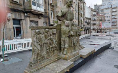 La escultura de San Juan Bosco vuelve a su calle de Vigo