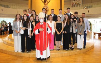 16 Jóvenes de Santander se confirman en la Parroquia salesiana de Nueva Montaña